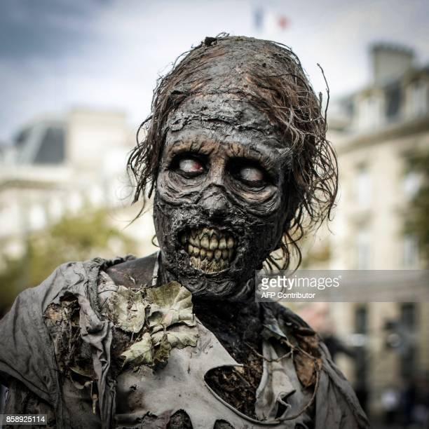 People pose as they attend the Zombie Walk in Paris on October 7 2017 / AFP PHOTO / Thomas SAMSON