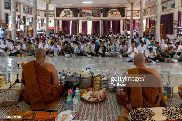 people pouring gruat nam holy water and monks for boon khao jee at wat chan. - tim bewer fotografías e imágenes de stock