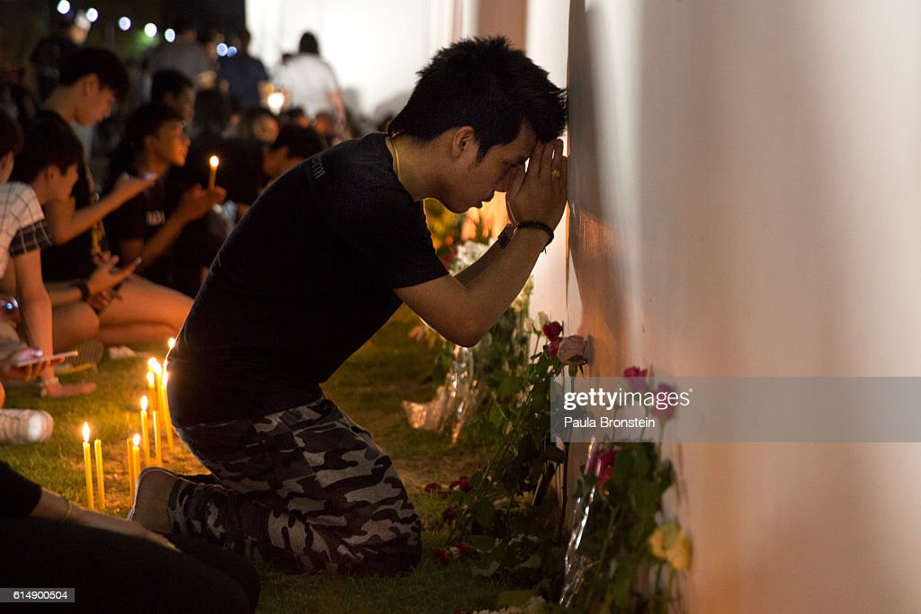 People pray and light candles in memory of the late King of Thailand outside the Grand Palace in the early hours of October 16, 2016 in Bangkok, Thailand. The country is grieving the death of their King Bhumibol Adulyadej, the world's longest-reigning monarch, who died at the age of 88 in Bangkok's Siriraj Hospital on Thursday after a 70-year reign. The Crown Prince Maha Vajiralongkorn had asked for time to grieve the loss of his father before becoming the next king as the nation waits for the coronation date.