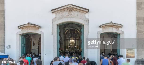 people pray church mass bonfim salvador bahia - pessoas stock pictures, royalty-free photos & images