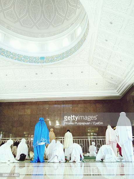 people praying in mosque - worshipper stock pictures, royalty-free photos & images