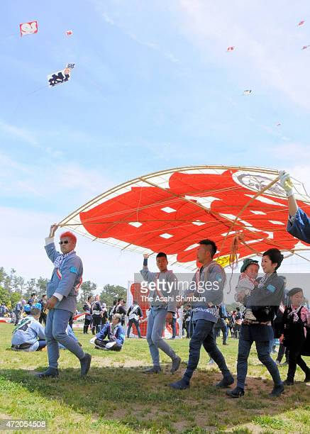 People prepare for flying kites during the Hamamatsu Festival on May 3 2015 in Hamamatsu Shizuoka Japan The festival to celebrate the birth of...
