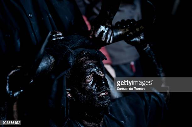 People prepare their faces prior to performing as a 'Diablos de Luzon' during the carnaval in Luzon near Guadalajara on February 24 2018 in...