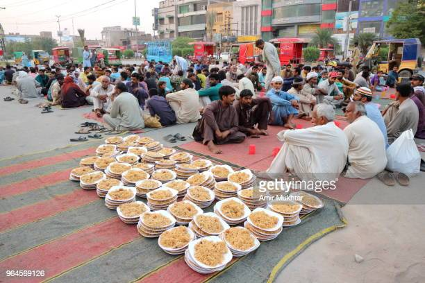 people preparing aftari (meal for breaking the fast) during ramzan (holy month of muslims) - poor service delivery stock pictures, royalty-free photos & images
