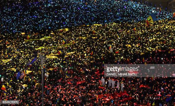 People protest in front of the government headquarters in Bucharest against the controversial corruption decrees on February 12 2017 / AFP / Daniel...