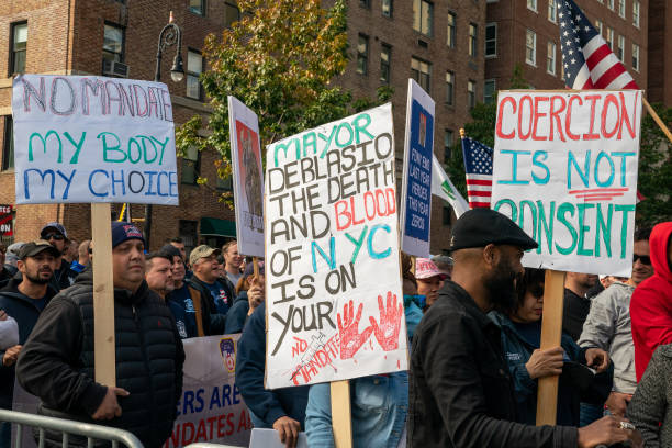 NY: Large Demonstration Against New York City's Vaccine Mandates Held At Gracie Mansion