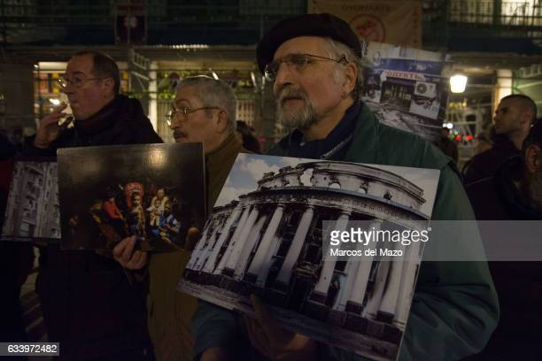 People protesting against bombings in Donbass by the Ukrainian army and for the participation by military units and experts from NATO countries