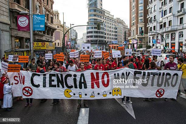 People protesting in Madrid against cuts in science during the European Night of Researchers