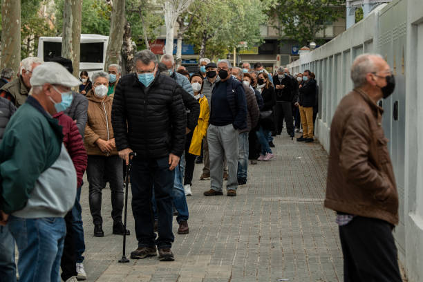 ESP: Catalonia Steams Ahead With Vaccine Roll-out At A Train Museum