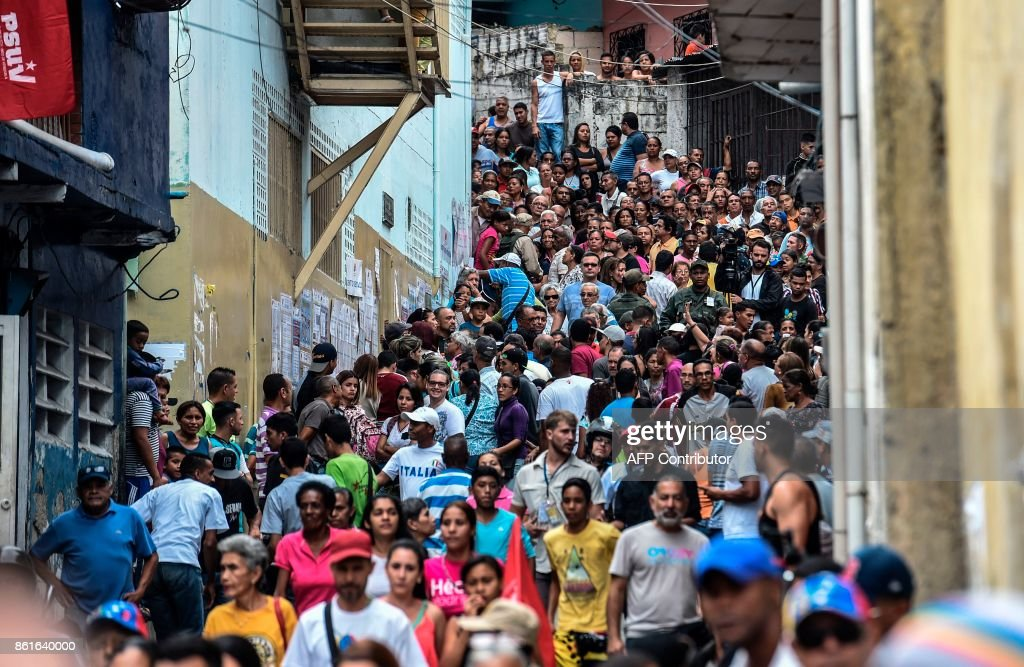 VENEZUELA-ELECTIONS-REGIONAL-VOTE : News Photo