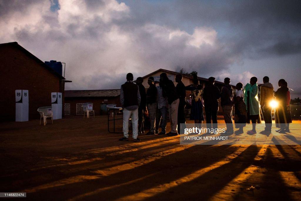 TOPSHOT-MALAWI-VOTE : News Photo