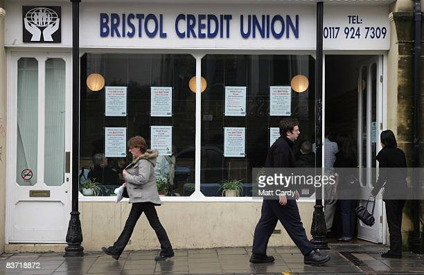 People queue outside the Bristol Credit Union office on November 17 2008 in Bristol England The business group the CBI has warned that the UK's...