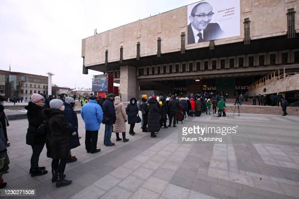 People queue outside the Mykola Lysenko National Academic Opera and Ballet Theatre to pay their last respects to Kharkiv city head Hennadii Kernes,...