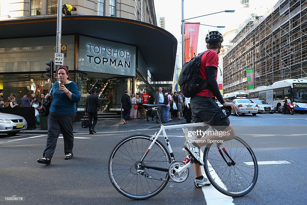 Crowds Gather For Topshop Sydney Store Opening : News Photo