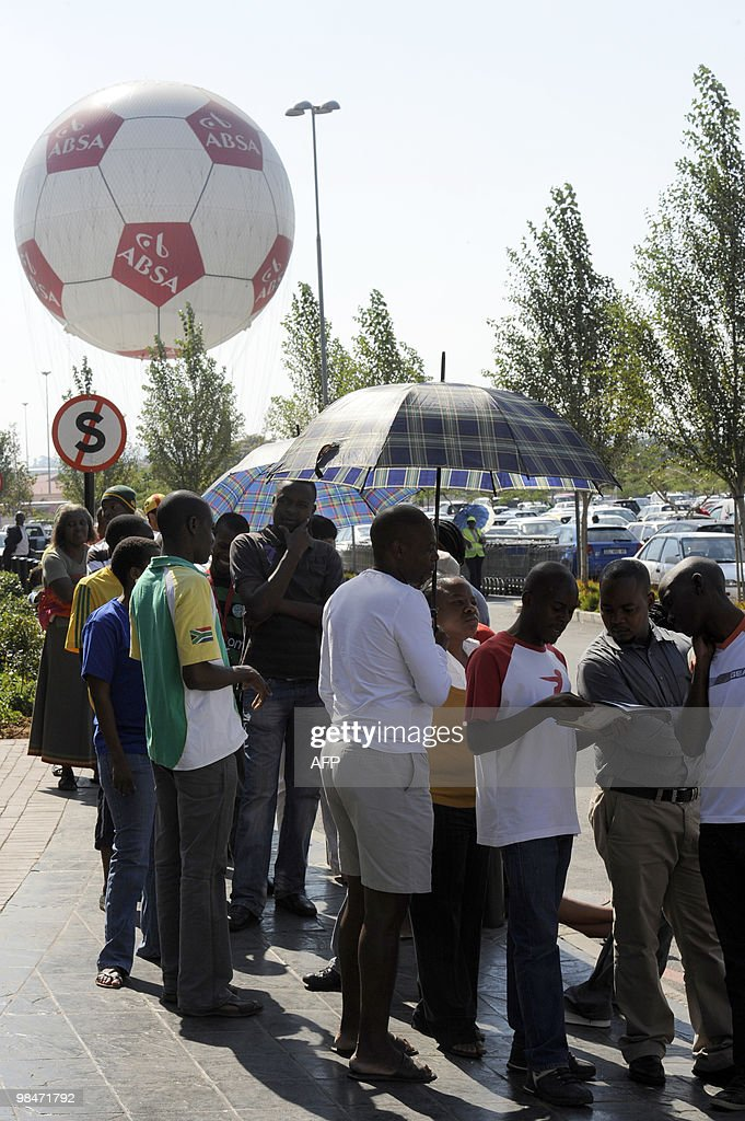 People queue to purchase official 2010 F : News Photo