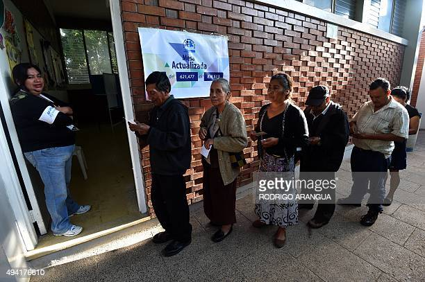 People queue to vote during the presidential runoff in Mixco near Guatemala City on October 25 2015 Guatemalans began casting ballots in a...
