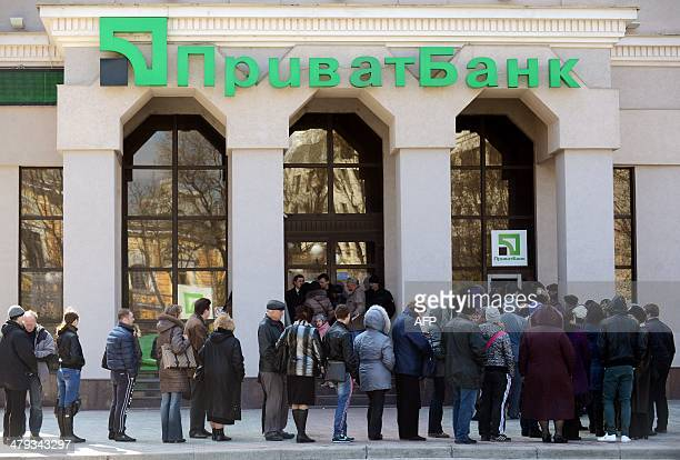 People queue to withdraw money from an automated teller machine outside a bank in Simferopol on March 18 2014 AFP PHOTO/ VASILY MAXIMOV