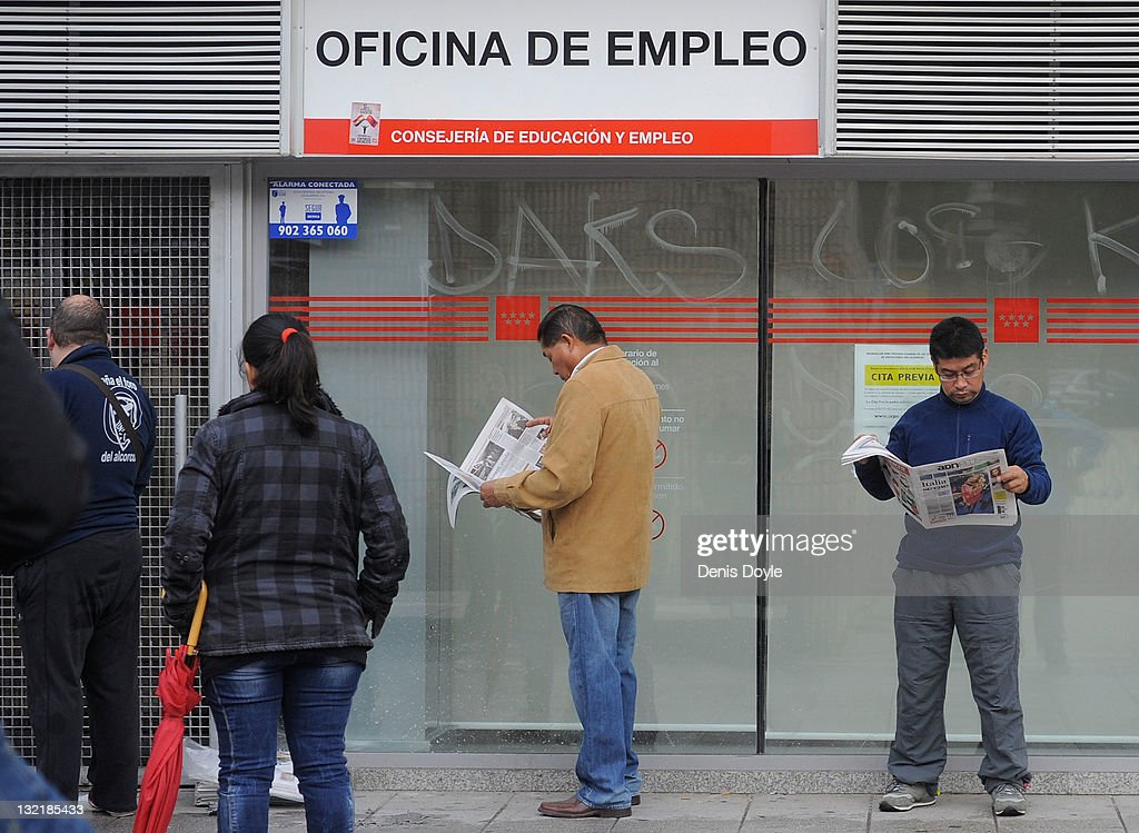 People queue up outside a job center on November 10, 2011 in Madrid, Spain. The current Eurozone debt crisis has left Spain with crippling economic problems. Mounting debts, record unemployment figures and the recent credit rating downgrade is leaving the country facing further economic stagnation. The people of Spain are preparing to go to the polls for a general election which will be held on November 20, 2011.