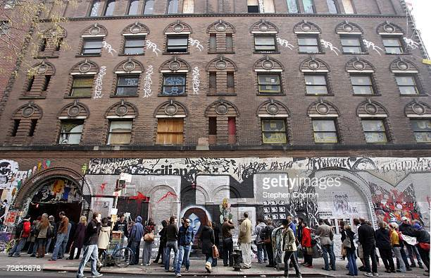 People queue up outside the Wooster on Spring street art exhibit December 15 2006 in New York City Over 50 artists added their talent to this show...