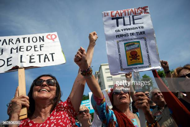 People raise their fist and a woman holds a placard calling for a b an for the RoundUp A quotmaree populairequot demonstration was called by more...