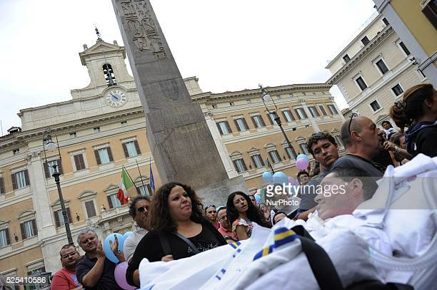 People rally in Montecitorio Square, in Rome, on September 10, 2013 in support of method Vannoni and the possibility of using stem cells. Photo:...