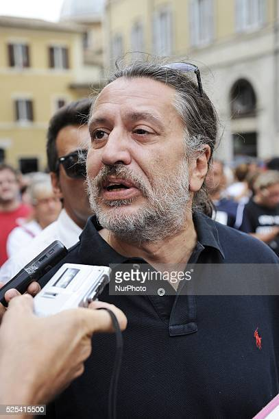 People rally in Montecitorio Square, in Rome, on September 10, 2013 in support of method Vannoni and the possibility of using stem cells. In photo:...