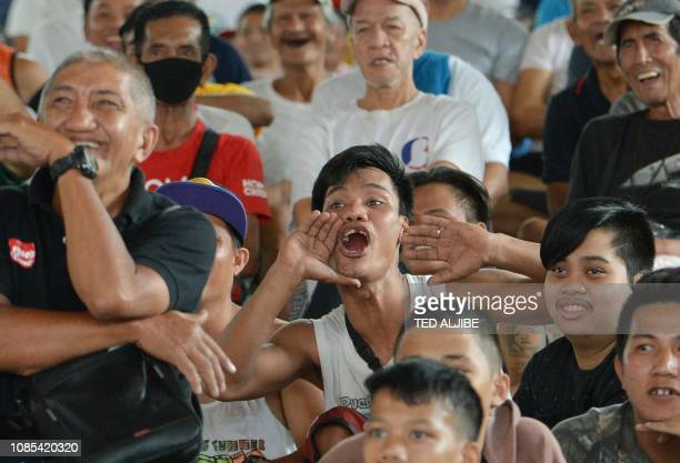 People react as they watch boxing icon Manny Pacquiao of the Philippines fight against opponent Adrien Broner of the US during a live telecast of...