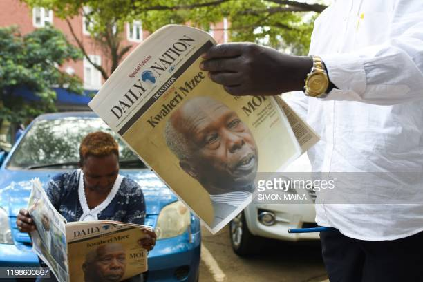 People read newspapers with the headline on the death of former Kenya's president Daniel Arap Moi in Nairobi on February 4 2020