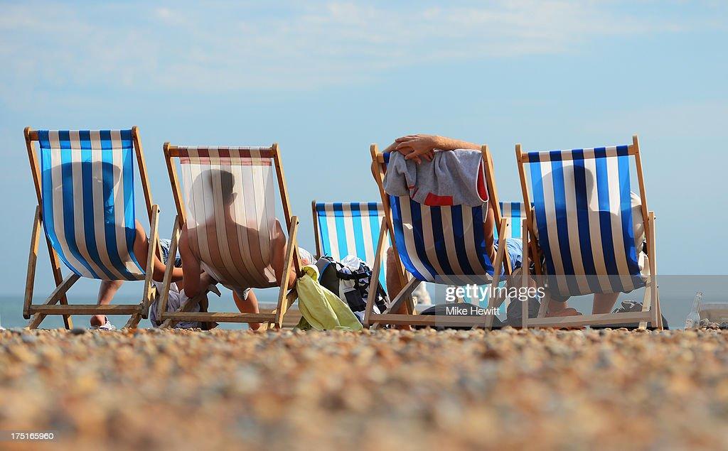 Temperatures Soar As UK Heatwave Returns : News Photo