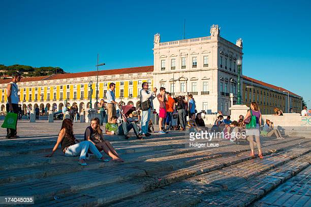 people relax on steps to tagus river - praça do comércio imagens e fotografias de stock