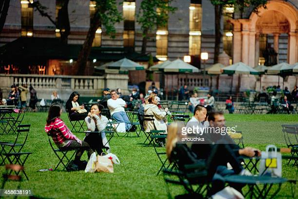 people relaxing in bryant park, new york - bryant park stock pictures, royalty-free photos & images