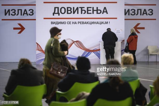 People rest and are watched to control possible side effects, after receiving a dose of a Covid-19 vaccine in the Belgrade Fair turned into a...