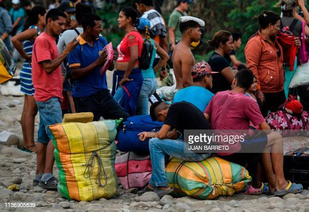 TOPSHOT People rest on the trochas illegal trails on the border as they head from Cucuta in Colombia back to San Antonio del Tachira in Venezuela on...