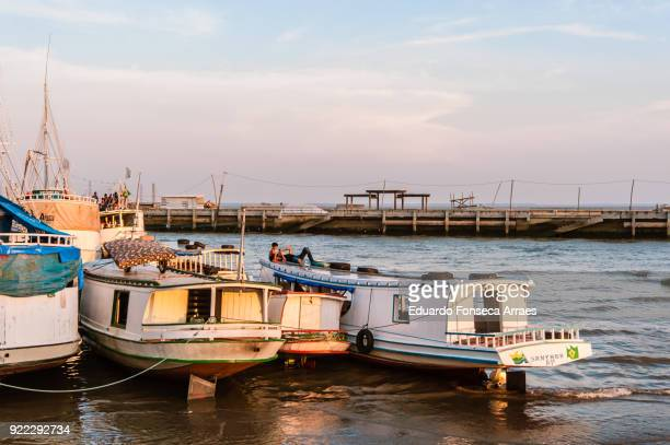 people resting on their boats - amapá state ストックフォトと画像