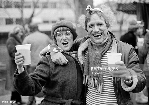 people Rhenish carnival Rose Monday parade 1981 young couple caress each other and is very happy aged 30 to 40 years DDuesseldorf Rhine North...