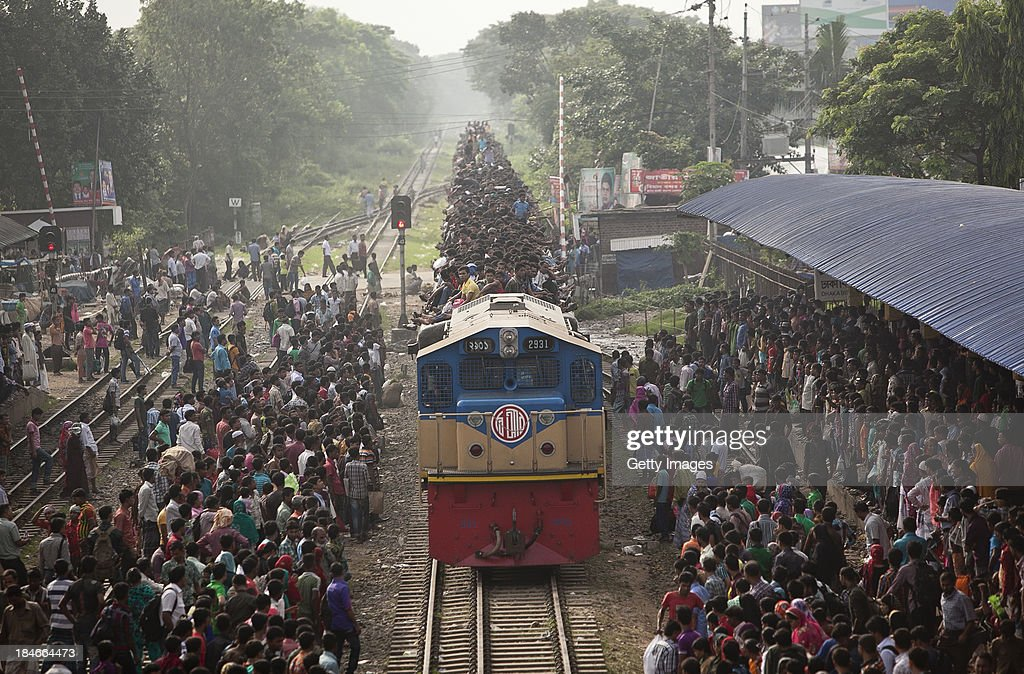 Top Bangladesh Eid Al-Fitr Feast - people-ride-an-overflowing-train-at-a-railway-station-on-october-15-picture-id184664473  Graphic_598533 .com/photos/people-ride-an-overflowing-train-at-a-railway-station-on-october-15-picture-id184664473