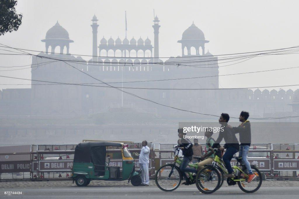 Pollutionin the Indian Capital Skyrockets : News Photo