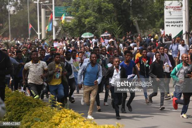 People run to gather at the Addis Ababa Bole International Airport for the arrival of the Eritrean President Isaias Afewerki after 20 years in Addis...