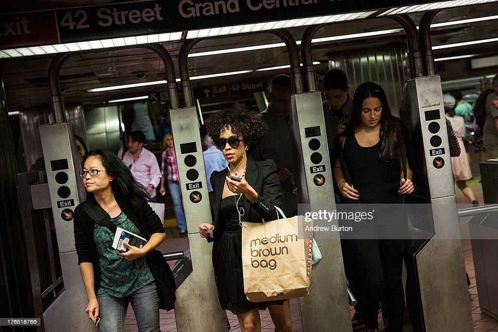 New Yorkers Endure Longest Commute In The U.S. : News Photo