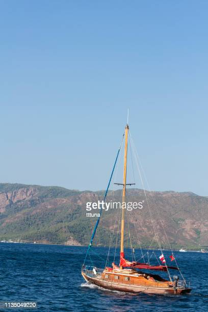 people sailing in their yatch - 2010 2019 stock pictures, royalty-free photos & images