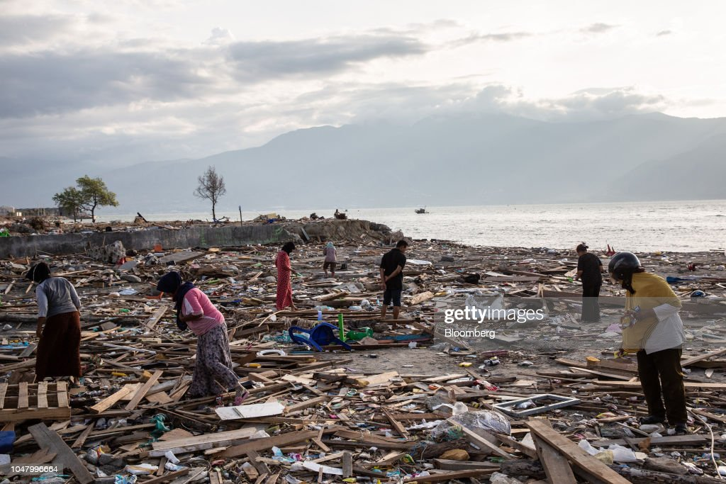 Aid Distribution and Recovery Operations in Palu Following Quake and Tsunami : News Photo