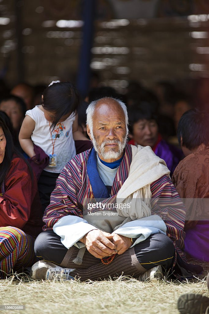 People seated while participating in teachings : Stockfoto