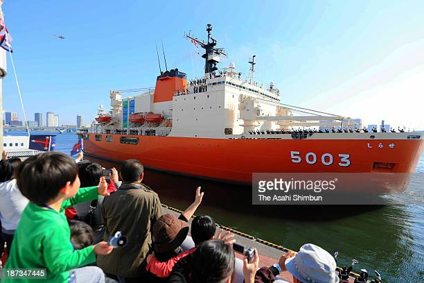 People see off the icebreaker Shirase at Harumi Pier on November 8 2013 in Tokyo Japan The departure is three days earlier than usual to secure a...