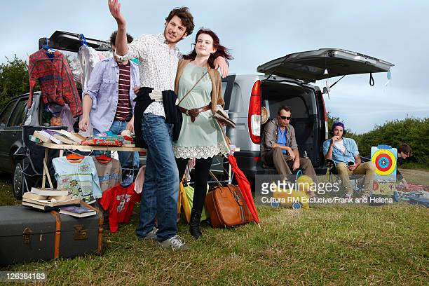 people selling things from car trunks - helena price stock-fotos und bilder