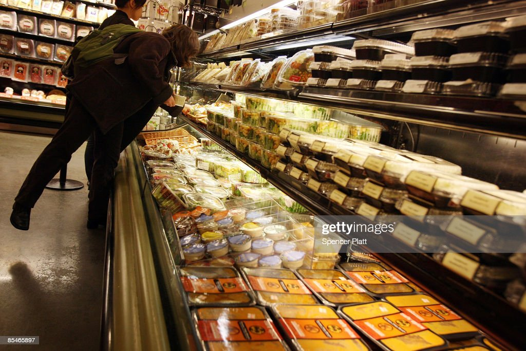 People shop at a Manhattan grocery store March 17, 2009 in
