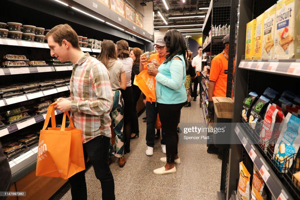 Amazon Opens First Go Store To Accept Cash : News Photo