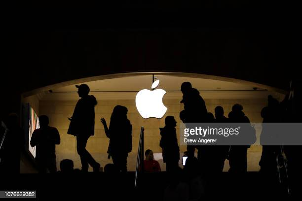 People shop in an Apple retail store in Grand Central Terminal January 3 2019 in New York City US stocks dropped again on Thursday after Apple warned...