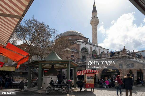 people shopping around fountain and kestanepazari mosque at kemeralti. - emreturanphoto stock-fotos und bilder