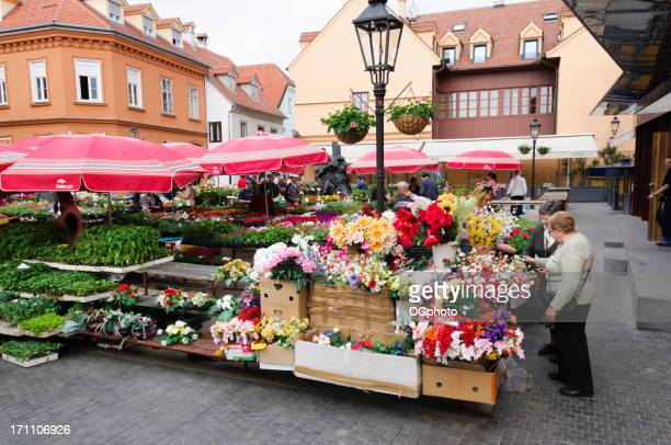 people shopping at a flower market - ogphoto stock pictures, royalty-free photos & images