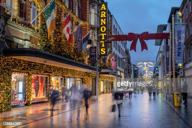 people shopping at christmas in dublin city centre at henry street - henry street stock pictures, royalty-free photos & images